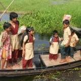 2015: Nový člun pro děti v Ambari